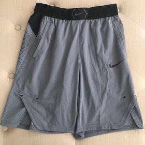 Nike Aeroswift Shorts Size M